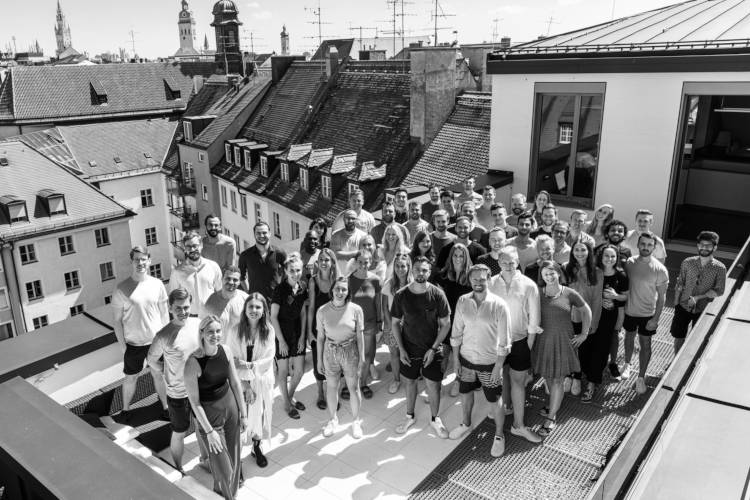 a picture of the salesfive team on the dachterrasse